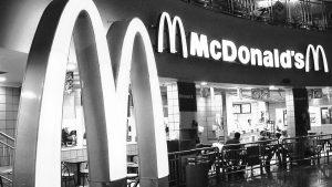 McDonald's recibe 3,6 millones por la promesa de empleos precarios