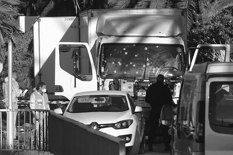Niza: 84 muertos tras embestida de camión contra multitud