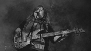 Mujeres que la rockean: Andrea Juárez y su Combustión Espontánea
