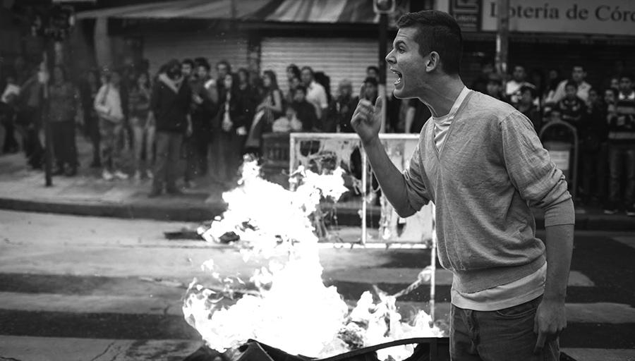Represión contra manifestantes en la aprobación de la Ley de Ambiente. 2014. Foto: Colectivo Manifiesto.