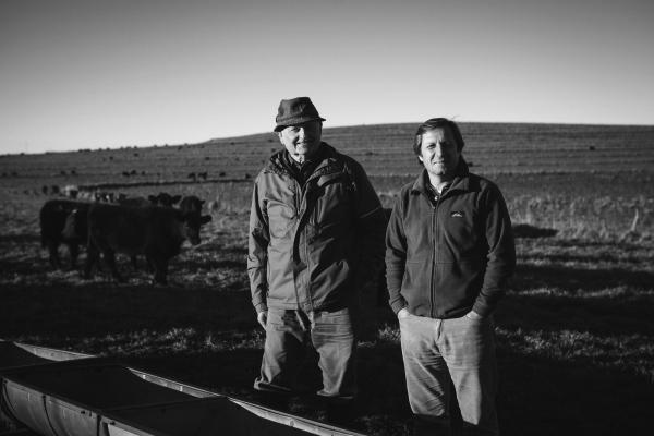 Juan Kiehr (productor) y Eduardo Cerdá (ingeniero agrónomo) en La Aurora, Buenos Aires.