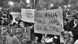 Multitudinaria marcha por el cierre definitivo de Veladero