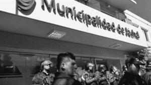 Jachal: asambleístas se encadenan en la Municipalidad contra Barrick