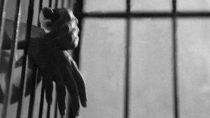 Cuando vigilar y castigar no son suficientes