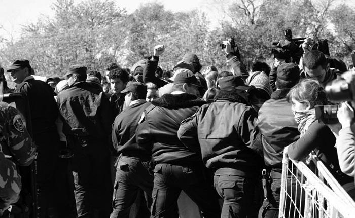 2013-11-20-represion-en-malvinas-argentinas-04