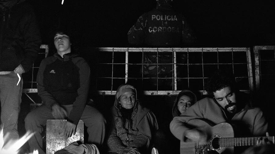 2013-12-22-malvinas-argentinas-tres-meses-de-resistencia-01