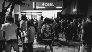 Ocho horas presa por filmar un procedimiento policial