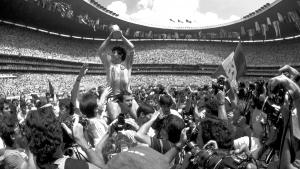 Crónica de un día en el Azteca (o sobre los lugares santos del fútbol)