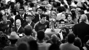 El tipo que le pide a Messi que gane el Mundial