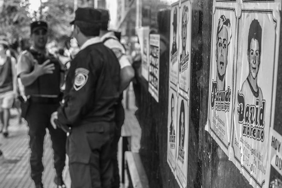 Policia-Gatillo-Facil