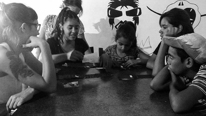 Una jornada de debate con los peques del Frente de Educación y Cultura en barrio Los Hornos.