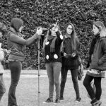 La pantalla discutida entre chicas