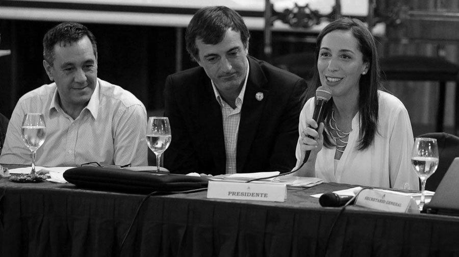 https://s3-sa-east-1.amazonaws.com/latinta.com.ar/wp-content/uploads/2017/07/13201843/Alejandro-Finocchiaro-Esteban-Bullrich-Ministro-Educacion-Maria-Eugenia-Vidal