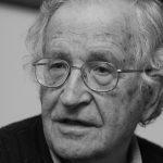 """Noam Chomsky: """"EE.UU. corre hacia el precipicio, mientras el mundo está tratando de hacer algo"""""""