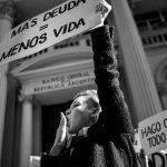 Sacar del closet a la deuda: ¿por qué el feminismo hoy confronta a las finanzas?
