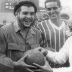 La pelota siempre al Che: el lado futbolero del viajero Guevara