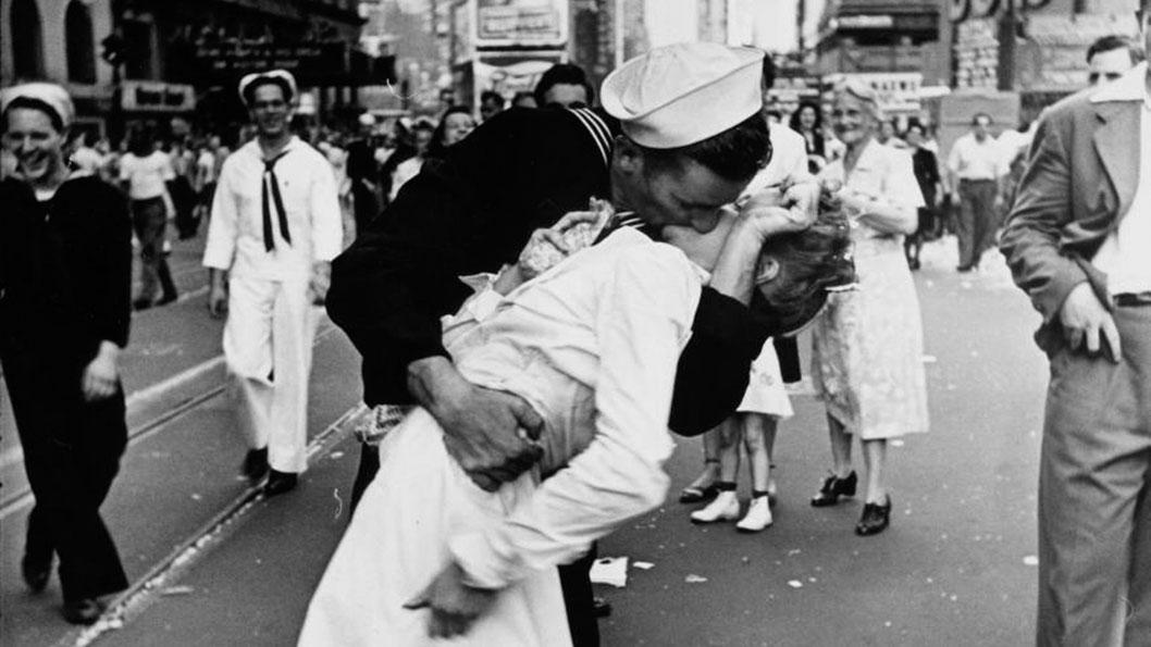 marine-enfermera-beso