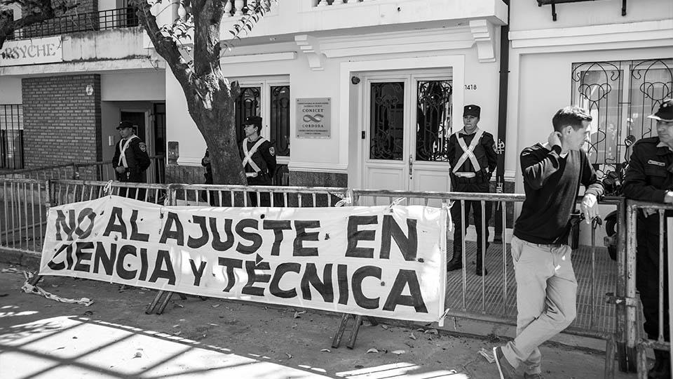 1-conicet-toma-protesta-ministerio-ciencia-beca-educacion-investigadores