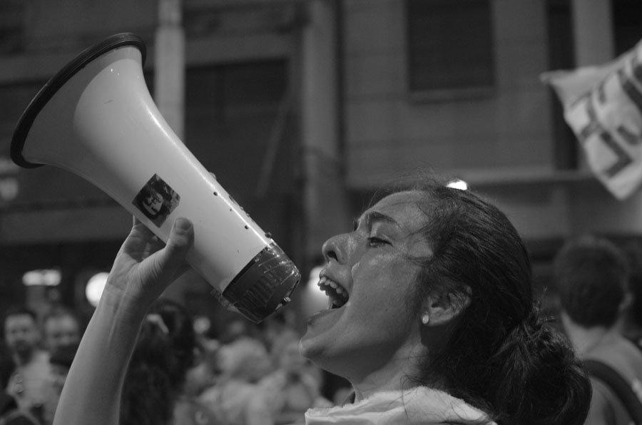 Mujeres-Ni-Una-Menos-discurso-megafono-02