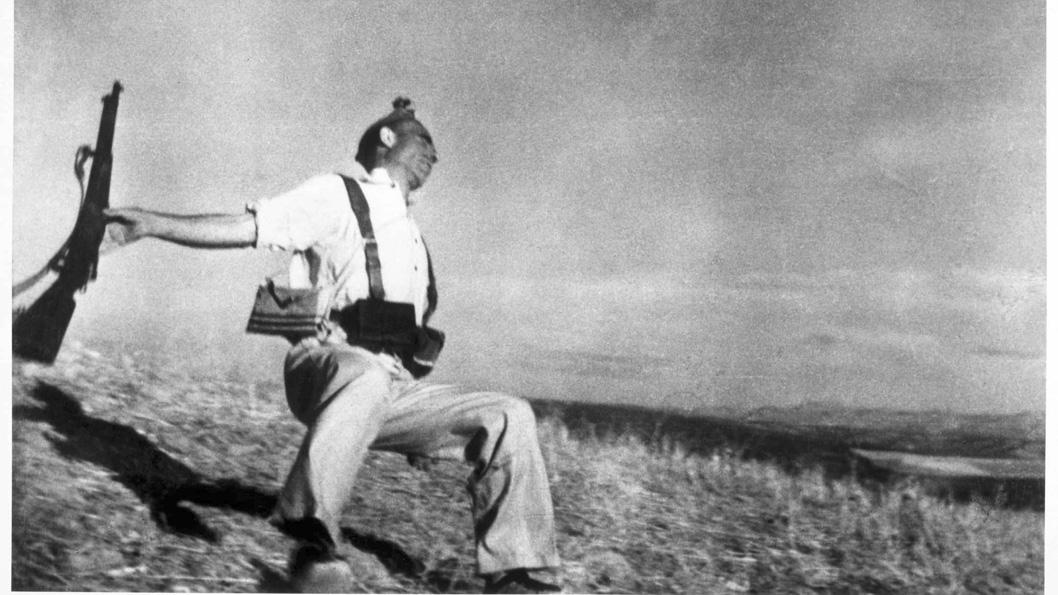Robert Capa Y La Escena De Muerte De Un Miliciano La Tinta