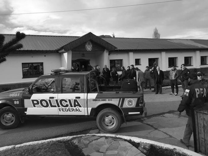 El-Bolson-policia-militar-Santiago-Maldonado-02