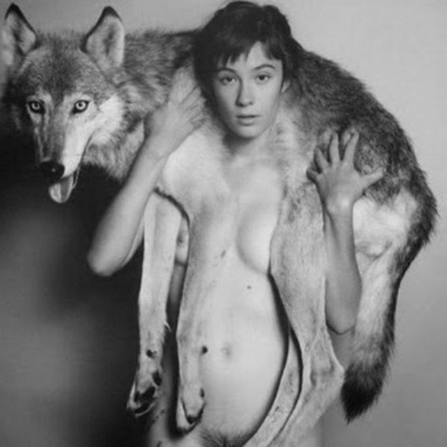 Mujer-desnuda-lobo