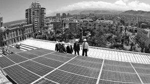 Proponen reducir costos de electricidad inyectando energía solar a la red