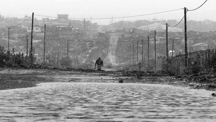 Bariloche-opulencia-pobreza-barro