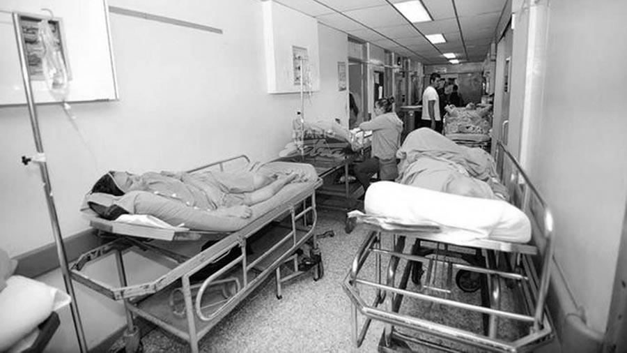 Enfermo-hospital-internado-camilla-05
