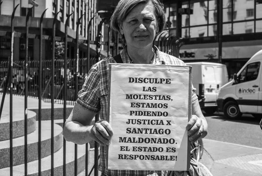 Mujer-Cartel-Santiago-Maldonado-protesta-Quilomba