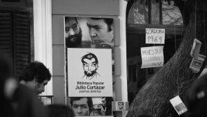 De puertas abiertas: una biblioteca popular y una radio comunitaria en San Vicente