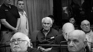 Solicitan que se revoque la prisión domiciliaria a Miguel Etchecolatz