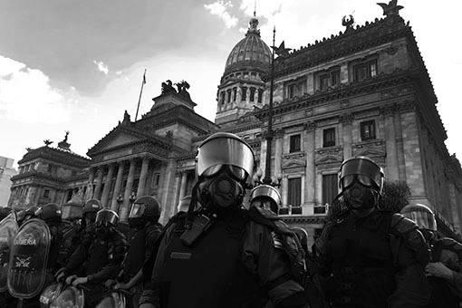 represion-congreso-longoni-2