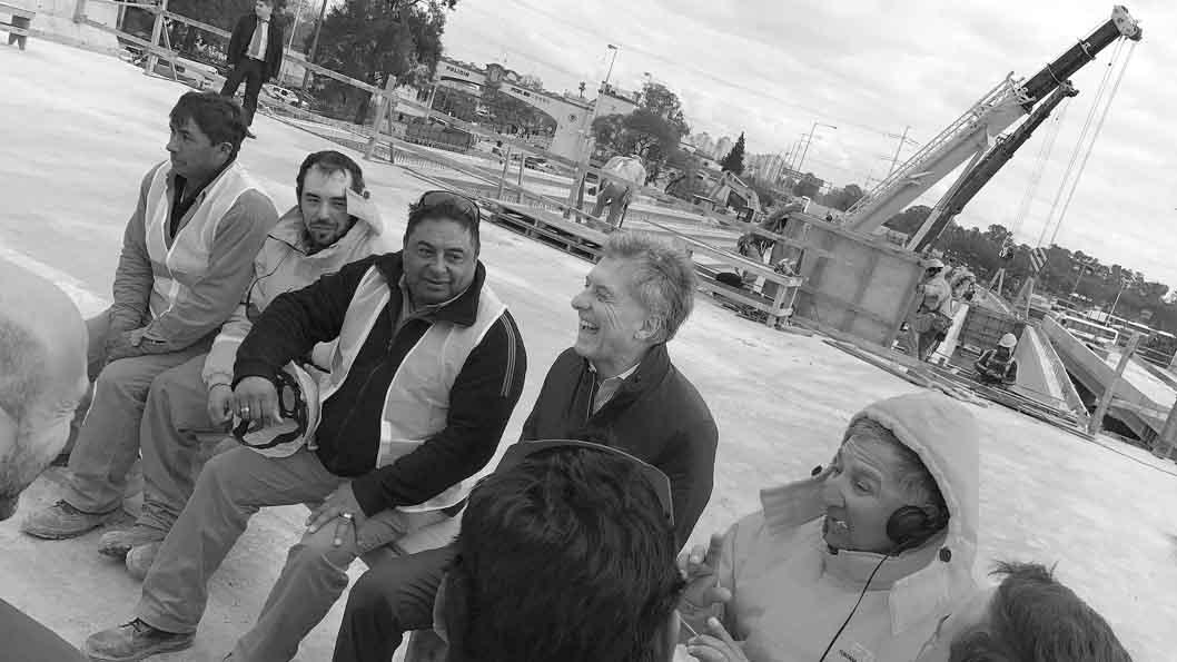 Mauricio-Macri-trabajadores-obra-construccion-01