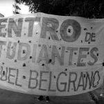 El dinosaurio que sobrevive en la Escuela Manuel Belgrano