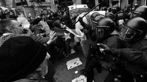 Barcelona: violenta represión a las protestas ante la Delegación del Gobierno