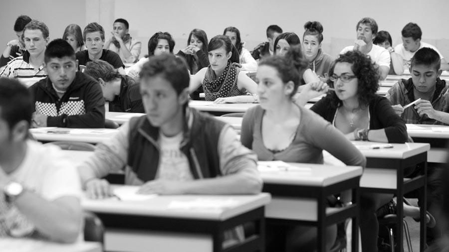 universidad-alumnos-aula-estudiantes-02