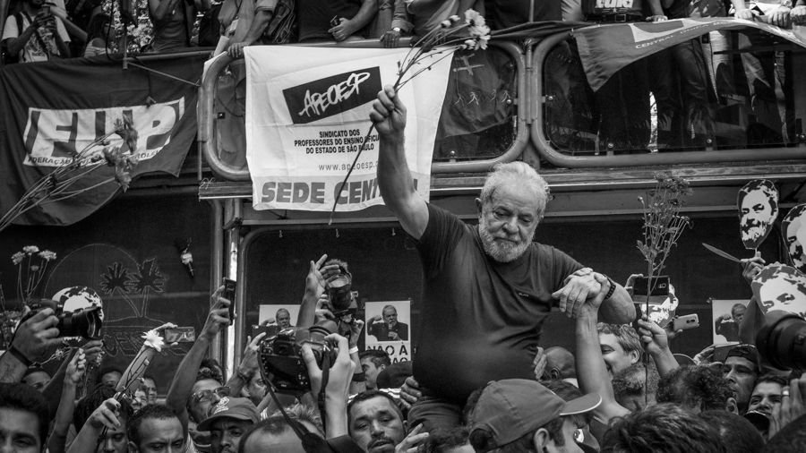 Lula-en-andas-entrega