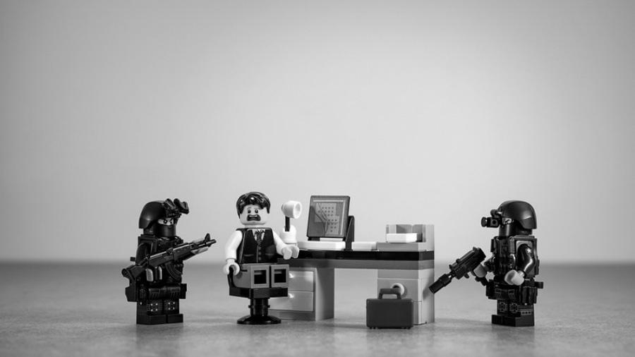 Asalto-violencia-empleado-armas-policia-seguridad