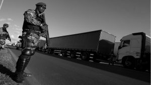 Brasil: entre el paro de los camioneros y los militares