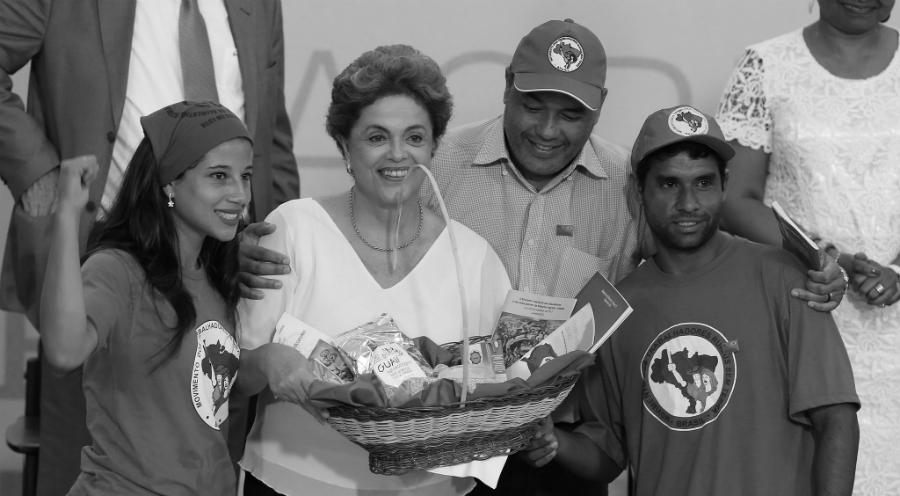 Dilma-Rousseff-Brasil-MST-la-tinta