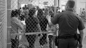 Las jaulas para niños migrantes del gobierno de Biden