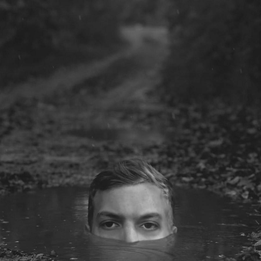 Kyle-Thompson-otono-retrato-hombre-agua-ojos