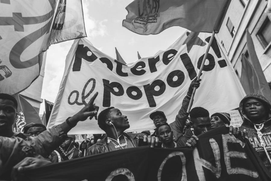 Movilización-migrantes-Roma-Potere-al-popolo-la-tinta