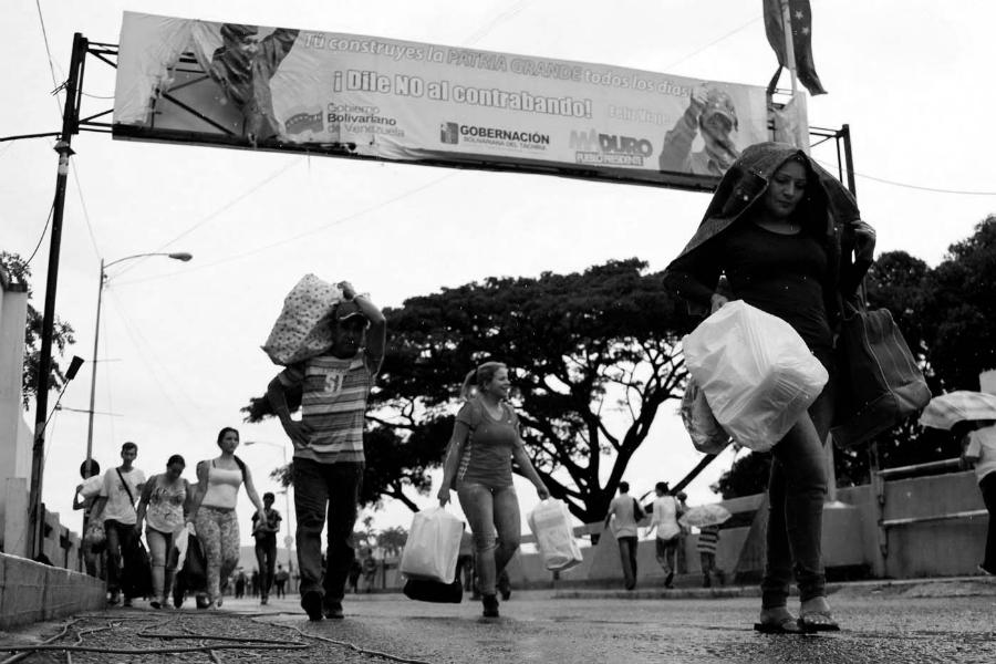 Venezuela-Colombia-frontera-gente-la-tinta
