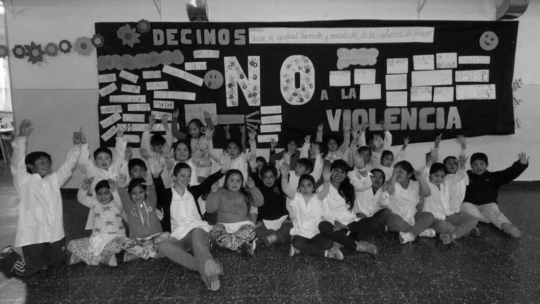 docente-alumnos-escuela-educacion-violencia-genero-feminismo-machismo