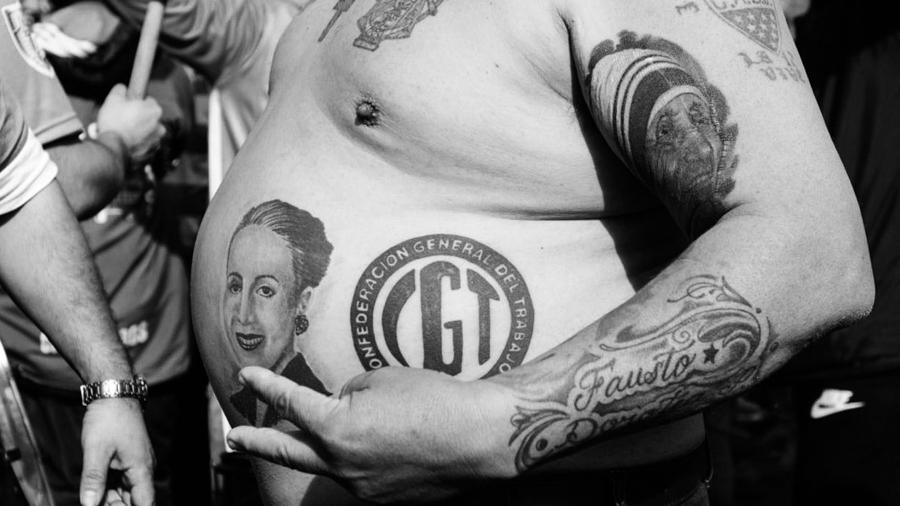 tatuaje-panza-cgt