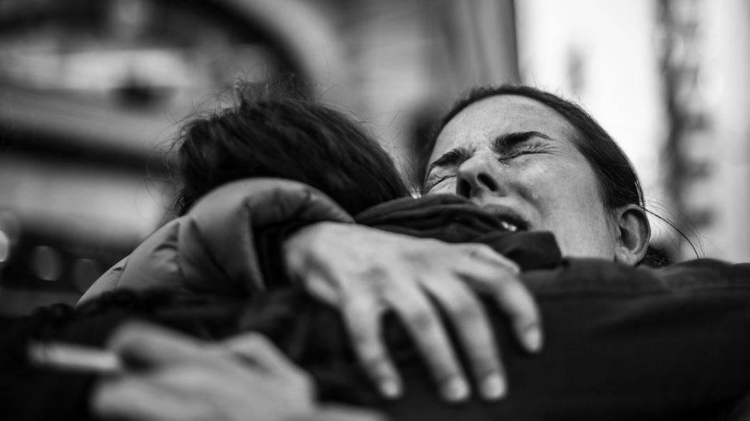Aborto-Mujeres-Feminismo-emocion-abrazo-llanto