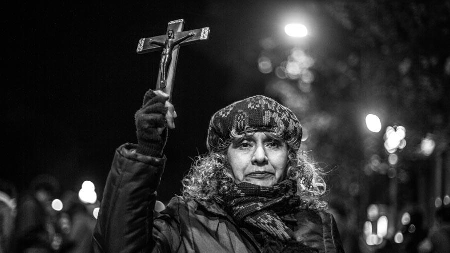 Eloisa-Molina-catolica-cruz-igesia-aborto-provida-antiderecho