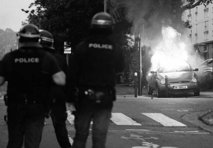 Francia-protestas-quema-de-autos-la-tinta